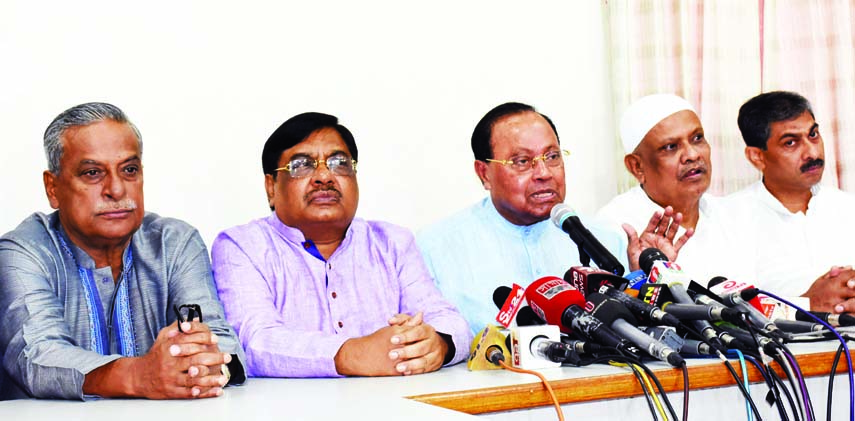 BNP Standing Committee Member Barrister Moudud Ahmed speaking at a prèss conference at the party central office in the city's Nayapalton on Wednesday in protest against his confinement by police in Noakhali.