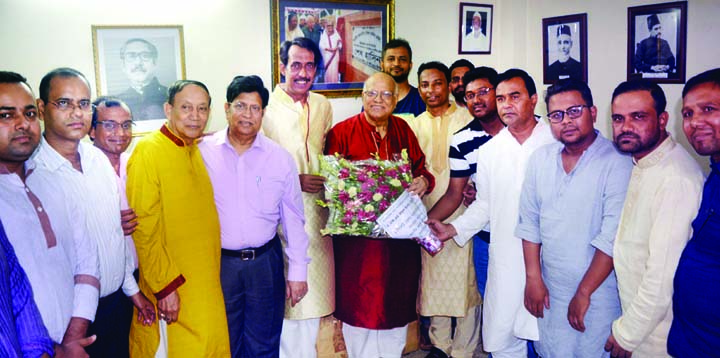 SYLHET: Leaders of  Bangladesh  Bar Council, Sylhet District Unit greeting Finance Minister Abul Maal Abdul Muhith MP during his visit in Sylhet recently.