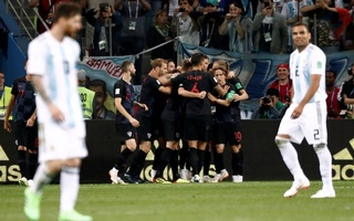 Classy Croatia rout woeful Argentina 3-0 to reach second round