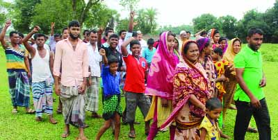 BHALUKA(Mymensingh): People of Bhaluka Upazila brought out a procession protesting boundary wall from  Jamirdia to Noyanipara Road by a local company  recently.