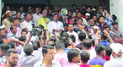GAZIPUR:   Md Jahangir Alam, mayor candidate of Gazipur City Corporation campaigning  in the city on Thursday. Talukder Abdul Khalek, newly-elected  Mayor, Khulna City Corporation was present.