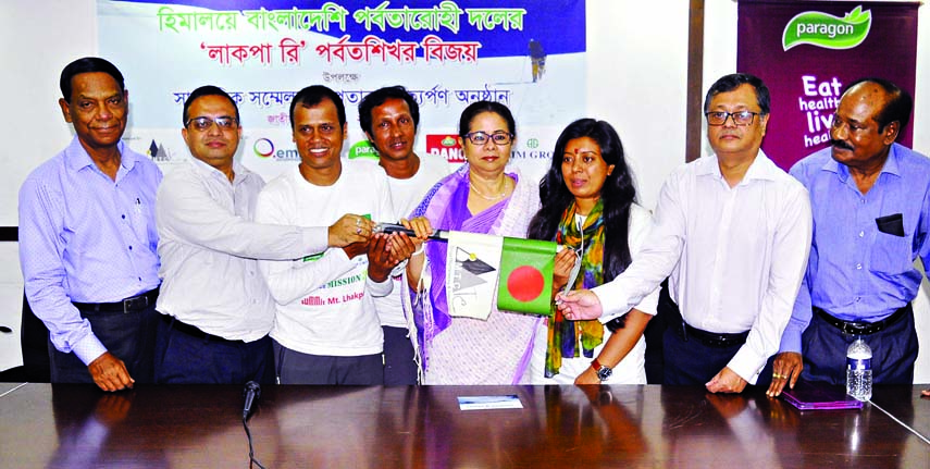 Former Adviser to the Caretaker Government Rasheda K Chowdhury presenting flag to Bangladeshi mountaineers for conquering Lakpa Re mountain at the Jatiya Press Club on Saturday.