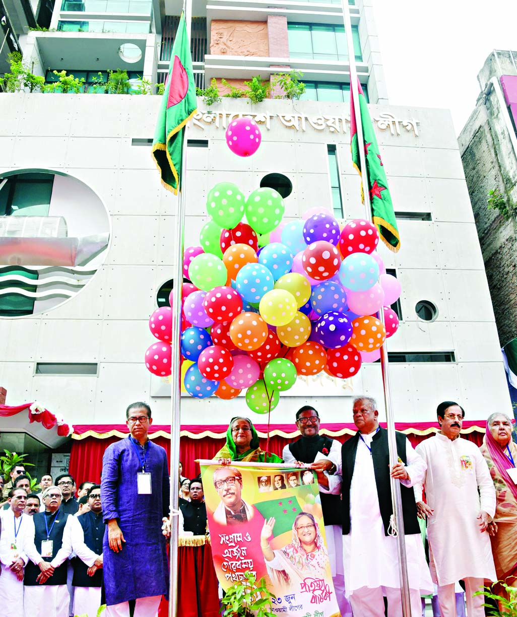 Prime Minister and Awami League President Sheikh Hasina inaugurating the newly constructed building of the party's central office by releasing balloons in the city's Bangabandhu Avenue on Saturday.