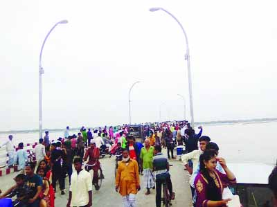 GANGACHARA (RANGPUR ): Tourists enjoying holidays at second Teesta Bridge at Gangachara Upazila on Saturday.