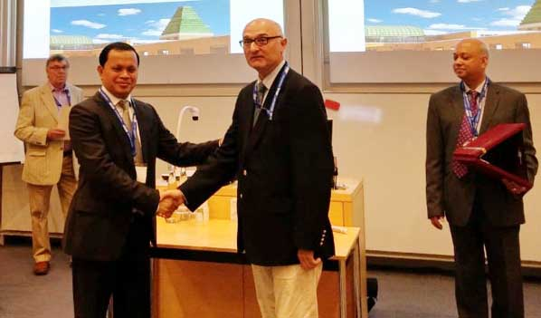 Dr Mark T Jones, Director-Centre for Innovative Leadership Navigation, London, UK and Editor-in-Chief, International Journal of Higher Education Management (UK) hands over fellowship to Dr. Md. Sabur Khan at the 8th International Conference on Restructuring of the Global Economy (ROGE) held from 9-10th July 2018 at Said Business School, University of Oxford, UK.