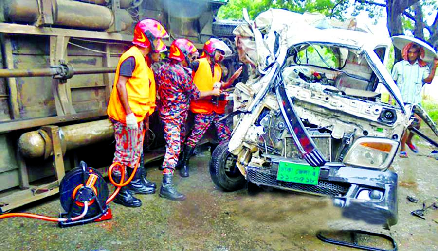 Three people including a child were killed, 15 others injured when a bus hit a 'Leguna' near Berulia Beribandh at Rupnagar in city's Mirpur area on Tuesday. Photo shows Leguna was totally smashed.