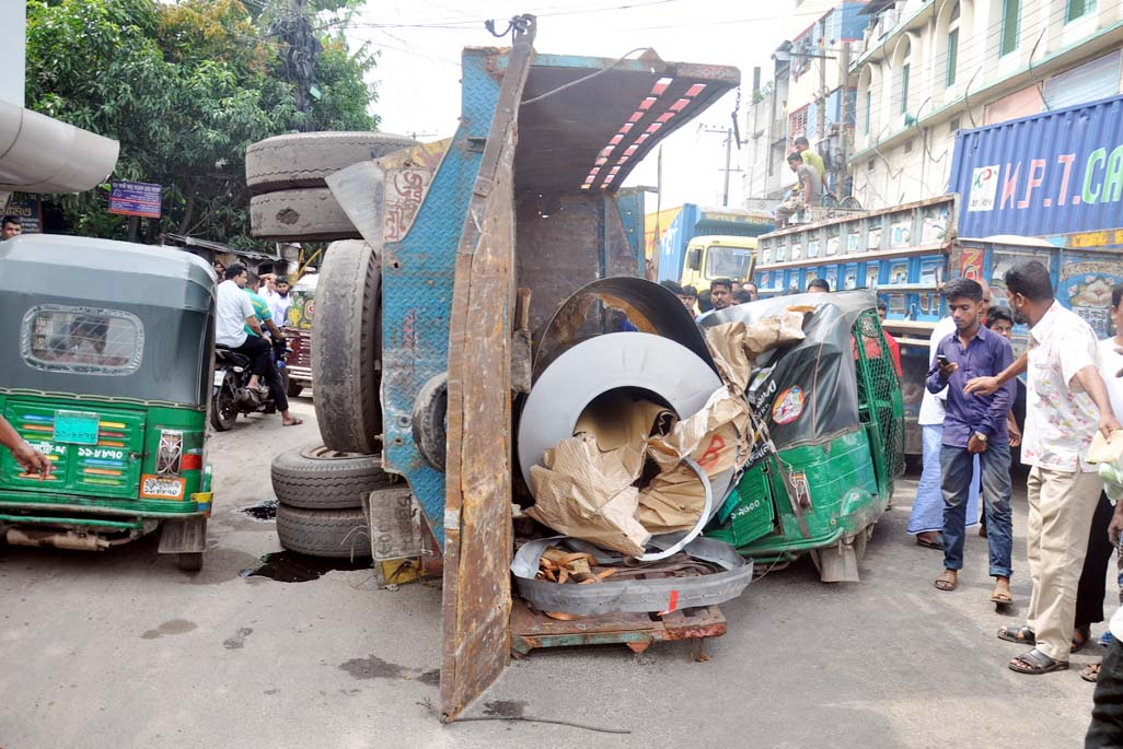 A goods laden truck turn off and hit a CNG running auto -rickshaw at Pahartoli in front of Abul Biri Factory at Pahartoli area yesterday.