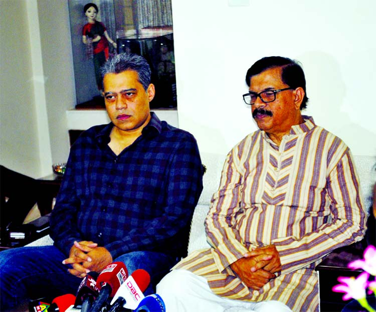 Convenor of Nagorik Oikya Mahmudur Rahman Manna speaking at a press conference on