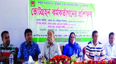 KURIGRAM:  Md Rafiqual Islam, Election Commissioner addressing training course arranged for election officials at Ulipur Maharani Swarnamoyee High School and College Hall Room as Chief Guest on Friday.