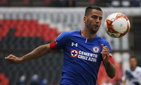 Cruz Azul's Edgar Mendez eyes the ball during a national league soccer match against Puebla at the Azteca Stadium in Mexico City on Saturday.
