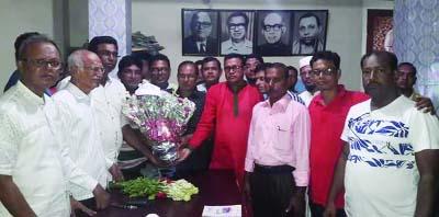 KESHABPUR (Jashore):  Leaders of Keshabpur  Upazila Awami League greetings newly- elected  members of Keshabpur Press Club yesterday.
