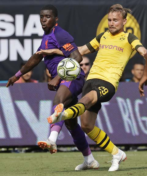 Liverpool`s Sheyi Ojo (left) battles Borussia Dortmund`s Marcel Schmelzer (29) during the second half of an International Champions Cup tournament soccer match in Charlotte, N.C. on Sunday.