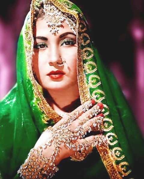 Meena Kumari in Pakeezah (Pic Courtesy: thedailnewnation.com)