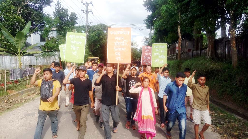 Chattagram Pahari Chhatra Parishad,  Gonotantrik Jubo Forum,  Hill Women Federation, Khagrachhari District Unit  brought out a procession protesting abduction of three businessmen on Monday.