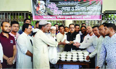 SYLHET: Mahamud-Us-Samad Chowdhury MP distributing food among the participants at a Milad Mahfil arranged by South Surma Jubo League on the occasion of the National Mourning Day on Wednesday.