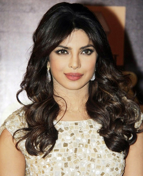 Priyanka flashes ring, set to host engagement party