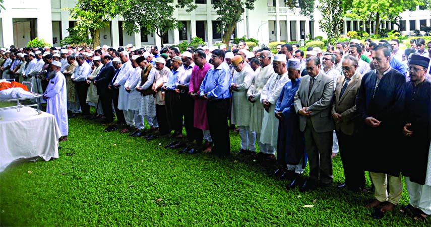 Namaz-e-Janaza of former justice Kamrul Islam Siddiqui was held on the Supreme Court premises on Saturday. Chief Justice Syed Mahmud Hossain, Barrister Mainul Hosein were among other dignitaries attended the Janaza.