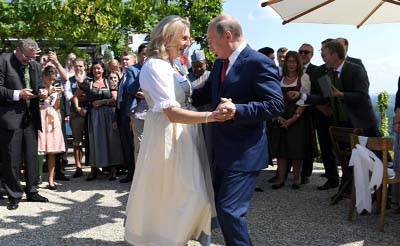 Russian President Putin steals the show at Austrian FM`s wedding