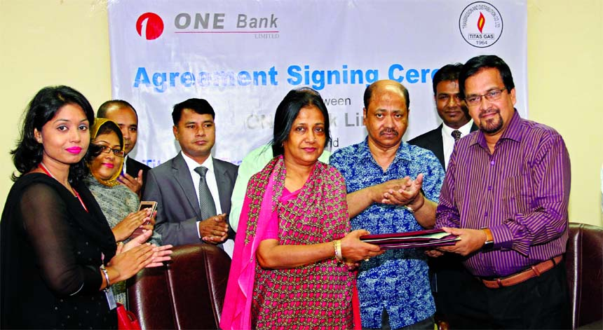 Rozina Aliya Ahmed, ADMD of ONE Bank Limited and Engr. Mir Mashiur Rahman, Managing Director of Titas Gas Transmission and Distribution Company Limited (TGTDCL), exchanging an agreement signing document at TGTDCL head office in the city on Sunday. Under the deal, customers of the gas company can pay bills through all branches of the Bank. Senior officials from both the organizations were also present.