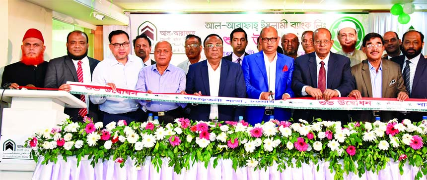 Abdus Samad Labu, Chairman of Al-Arafah Islami Bank Limited, inaugurating its 158th branch at Pahartoli in Chattogram on Sunday. Abdus Salam, Vice-Chairman, Md. Habibur Rahman, Managing Director, Salim Rahman, Ahamedul Hoque, Directors and Mohammad Azam, Chattogram Zonal Head of the Bank were also present.