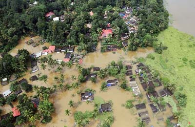 Indians begin massive cleanup as rains diminish in Kerala