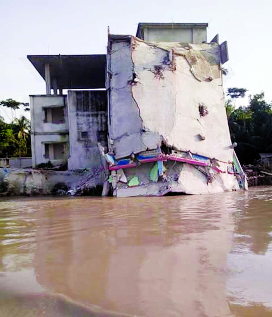 7000 families turn homeless in Naria, Janjira erosion