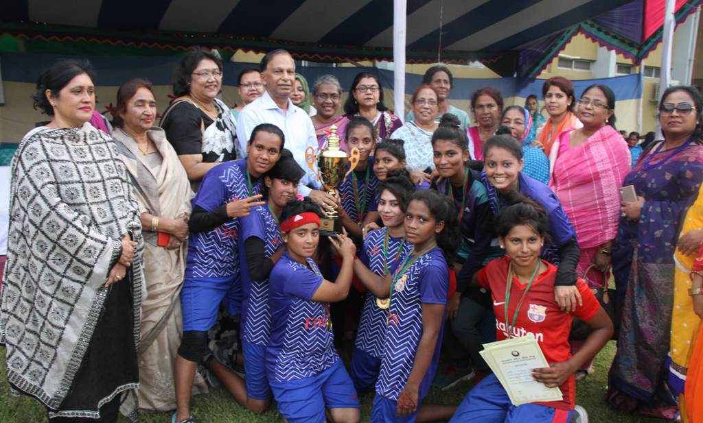 Members of Narail District team, the champions of the Inter-District Women's Handball Competition with the chief guest Secretary of Youth and Sports Affairs of Bangladesh Awami League Harun-ur-Rashid and the other guests and officials of Bangladesh Women's Sports Federation pose for a photo session at the Sultana Kamal Women's Sports Complex in the city's Dhanmondi on Tuesday.