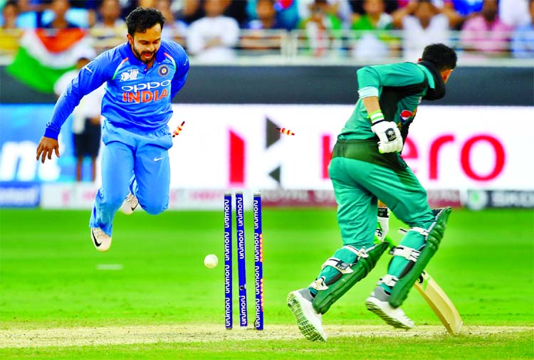 Kedar Jadhav (left) of India celebrating after dismissal of a Pakistani batsman during their Asia Cup match at Dubai International Cricket Stadium in United Arab Emirates on Wednesday. Pakistan were all out for 162 in 43.1 overs.