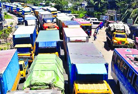 Hundreds of vehicles got stuck in a 15 km long tailback created on Dhaka-Chattogram Highway in Daudkandi on Thursday, causing untold sufferings to passengers.