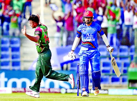 Bangladesh`s Abu Hider (left) runs to celebrate the dismissal of Afghanistan`s Ihsanullah Janat (right) during the one-day international cricket match of Asia Cup between Bangladesh and Afghanistan, in Abu Dhabi, United Arab Emirates on Thursday. Afghanistan scored 255 for the loss of seven wickets in the stipulated 50 overs.