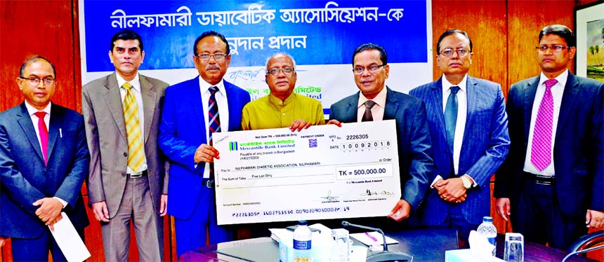 Kazi Masihur Rahman, Managing Director of Mercantile Bank Limited, handing over a donation cheque of Tk 5 lakh to Dr. Md. Mazibul Hasan Chowdhury Shahin, General Secretary of Nilphamari Diabetic Association at the Bank's head office on Wednesday.  Md. Quamrul Islam Chowdhury and Mati Ul Hasan, AMD's, Adil Raihan, DMD of the bank were also present.
