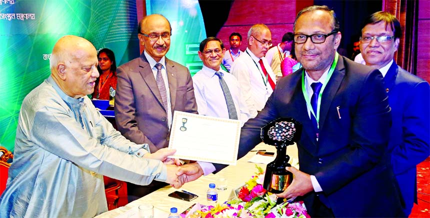 Md. Mahbub ul Alam, Managing Director of Islami Bank Bangladesh Limited, receiving the Best Remittance Collecting Bank Award for the year-2017 from Finance Minister Abul Maal Abdul Muhith, at Bangladesh Bank (BB) Training Academy in the city recently. Fazle Kabir, BB Governor, Kamrun Nahar Ahmed, Additional Secretary of Department of Financial Institutions of Finance Ministry and Dr. Ahmed Munirus Saleheen, Additional Secretary of Ministry of Expatriates' Welfare and Overseas Employment were also present.