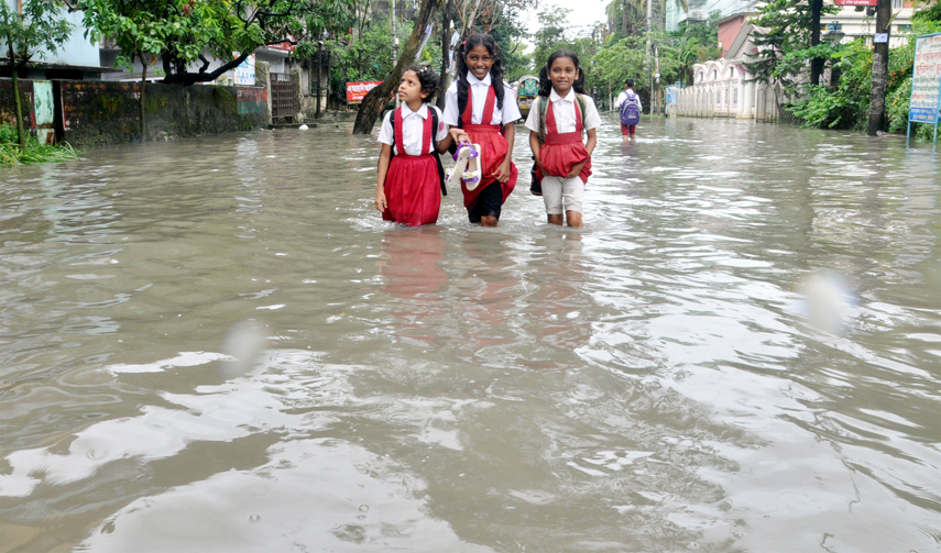 CDA Road in the Port City  has been submerged due to  waterlogging  caused by heavy rainfall yesterday.  Students seen crossing the road under knee deep water .