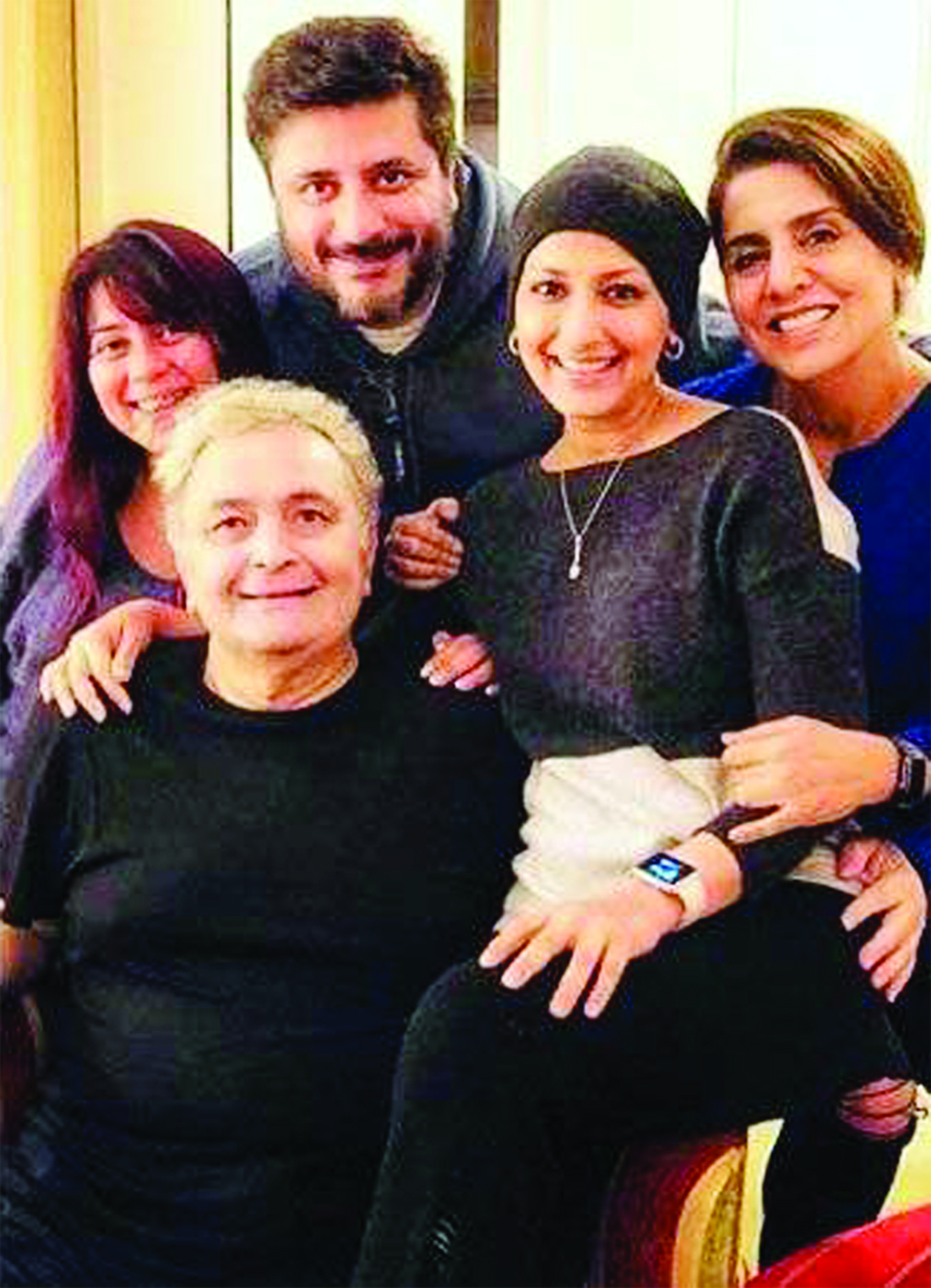Priyanka , Sonali Bendre spend time with Rishi Kapoor