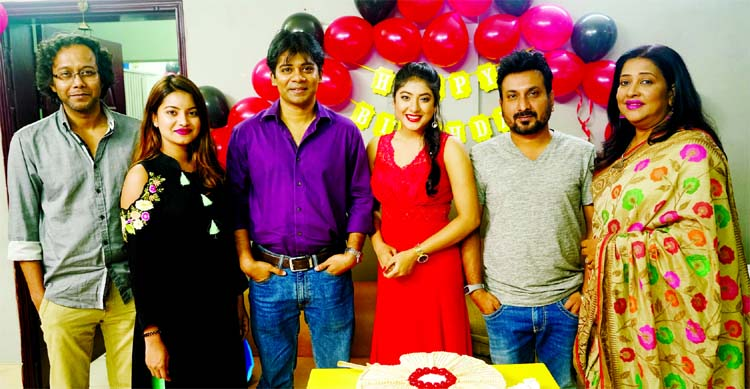 NILA'S BIRTHDAY CELEBRATED: Promising film actress Nilanjana Nila's birthday was October 13. Popular actress Suborna Mustafa, director Badrul Anam Soud, actress Saberi Alam, actors Zitu Ahsan, Saju Khadem, among others, wished her on that day. In the picture, Nila is seen with Suborna, Soud, Saju Khadem, Zitu Ahsan and Tushi.