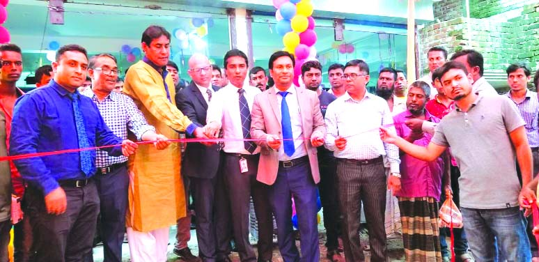 A new channel partner showroom (DADU Motors) of Nitol Motors Ltd was inaugurated at Ullahpara in Sirajgonj on Sunday. Among others, Jayant Khosla, Asst. Country Manager,  Vishnue Kumaraswami,  Product  Manager, TATA Motors Ltd, Md. Mizanoor Rahman, Head of Dealer Network Expansion and Development, Tanvir Hasan, Product President  and Moyazzem Hussain, Area President, North Bengal  were present in the programme.