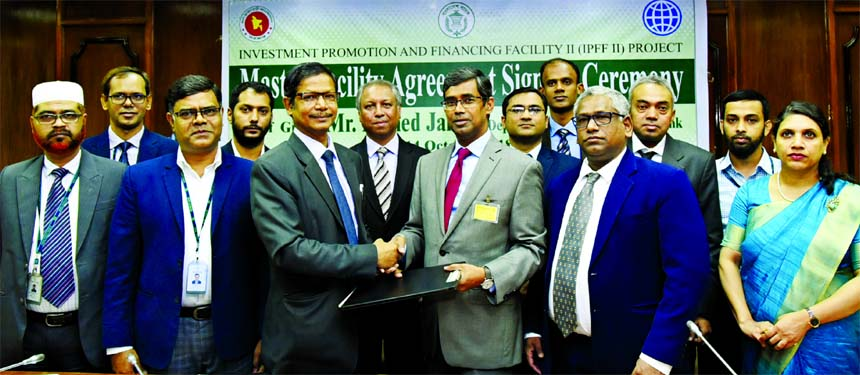 Ahmed Jamal, Deputy Governor, Bangladesh Bank and Project Director, Investment Promotion and Financing Facility II (IPFF II) Project, Md. Arfan Ali, Managing Director of Bank Asia Ltd, exchanging signing documents of Master Facility Agreement of IPFF II Project at a ceremony at Bangladesh Bank Head Office. Rathin Kumar Paul, Deputy General Manager, Bangladesh Bank and Deputy Project Director of IPFF II Project and Shafiuzzaman, Senior Executive Vice President and Head of Corporate and Large Loan of Bank Asia along with other senior officials of the Bank were also present in the signing ceremony.