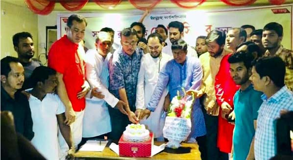 Noman Al- Mahmud, Organising Secretary, Chattogram Awami League cutting a cake in observance of the 46th founding anniversary of Jubo League yesterday.