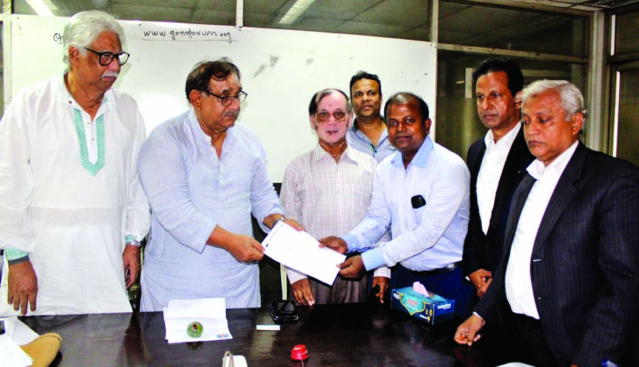Nomination seeker for the eleventh parliamentary election in Dhaka-4 constituency Mizanur Rahman taking nomination form from General Secretary of Ganoforum Mostofa Mahsin Mantu at its office in the city's Motijheel on Monday.
