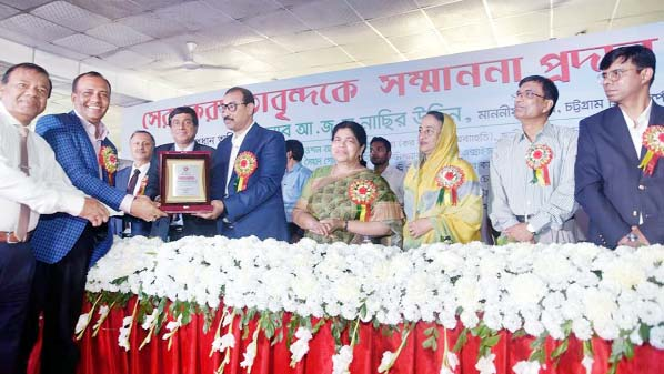 CCC Mayor AJM Nasir Uddin awarding the top taxpayers with certificates and crests at a ceremony organised by the National Board of Revenue at GEC Convention Center on Monday.