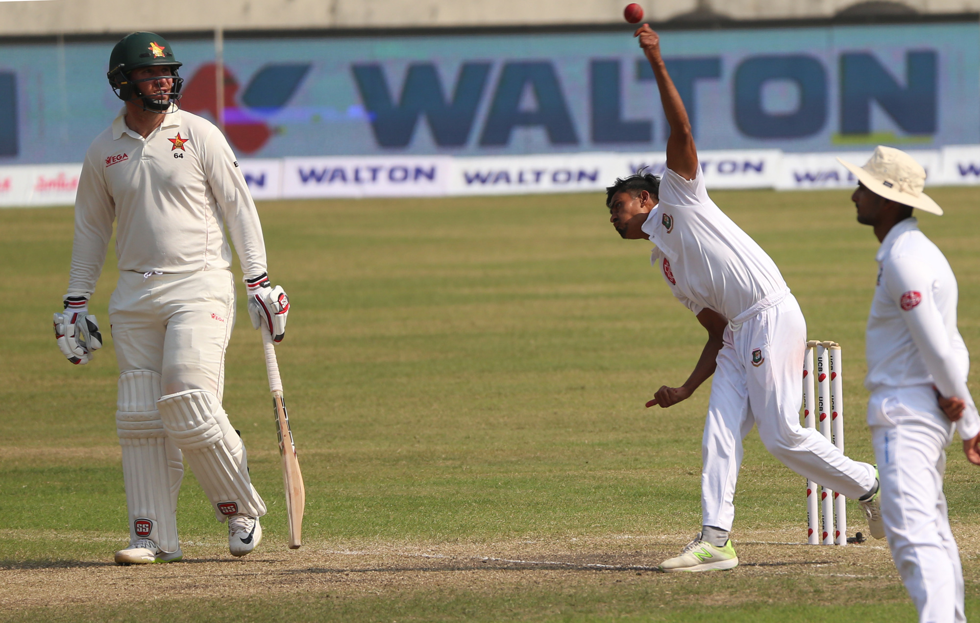 Taijul Islam (center) of Bangladesh in action during the third day play of the second Test between Bangladesh and Zimbabwe at the Sher-e-Bangla                National Cricket Stadium in the city's Mirpur on Tuesday. Taijul bagged five wickets at the cost of 107 runs.