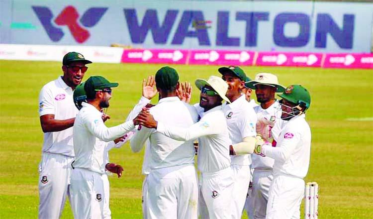 Zimbabwe score 304 in 1st innings