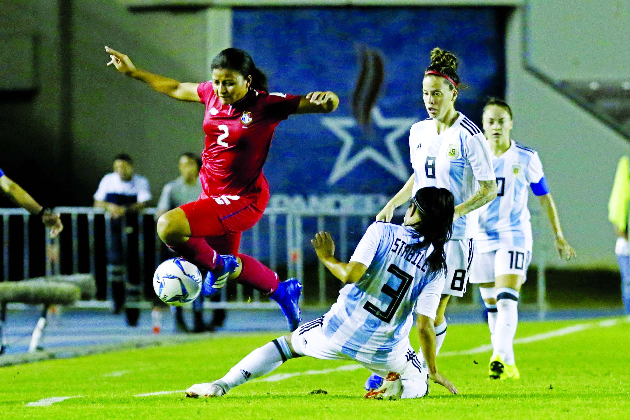 Panama's Hilary Jaen (left) and Argentina's Eliana Stabile fight for the ball during the second leg play off qualifying soccer match for the Women's World Cup 2019 at Rommel Fernandez stadium in Panama City on Tuesday.