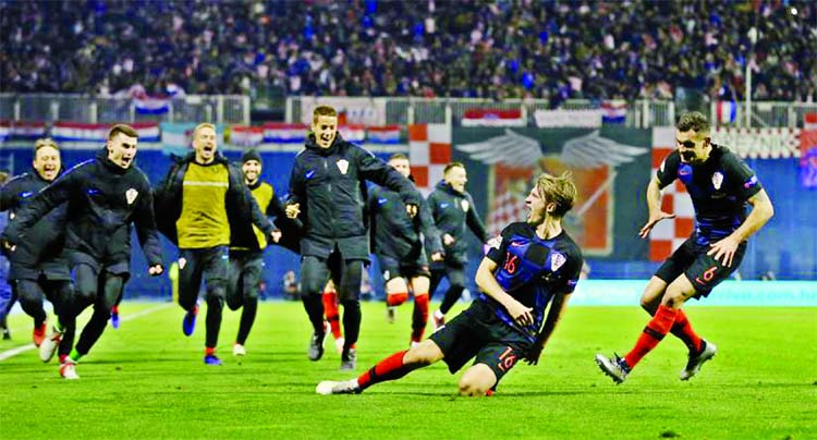 Croatia stun Spain as Jedvaj strikes twice to keep hopes alive