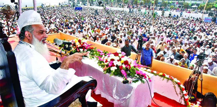Syed Nozibul Bashor Maizbhandari speaking at a grand rally organised by Ashekane Maizbhandari Association marking the Holy Eid-e-Miladunnabi at the Laldighi Maidan on Friday.