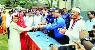 GAIBANDHA:  Sebasting Rema, DC, Gaibandha  distributing prizes among the winners of a cultural competition  at Shadhinata  premises on the occasion of the Nabanna Utsab recently.