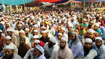 Kapasia (Gazipur):  Devotees at the last day of the  3- day-long  'District Ijtema' at the Aliya Madrasa ground at Wazli Dighir Par in Kapasia Upazila on Friday.