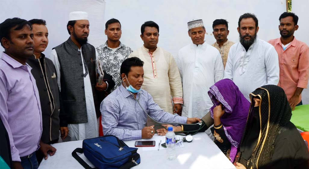 Education materials were  distributed  and free medical check  up camp was held on Saturday by Maizbhandari Gousia Hoq Committee,  Surjogiri Asrom Unit on the occasion of  founding anniversary of the  unit. Prof Mohammed Helaluddin of Chattogram University was present as Chief Guest.