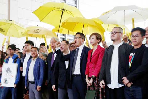 HK democracy leaders pleaded not guilty in Umbrella movement trial