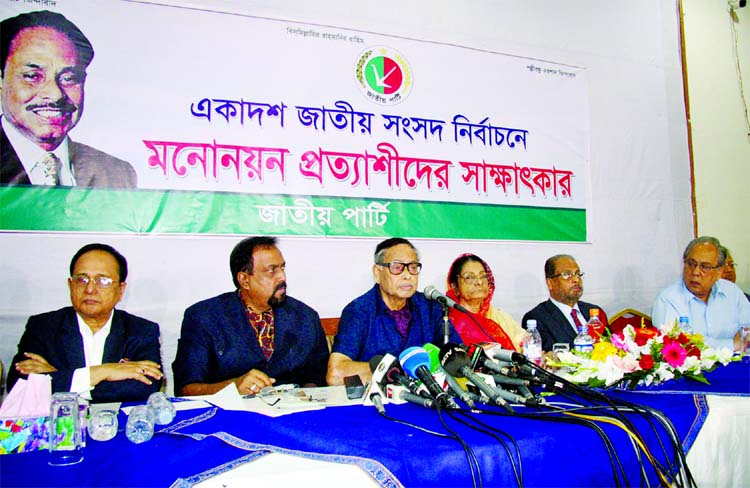 Jatiya Party Chairman Hussain Muhammad Ershad taking interview of the nomination seekers of the party for the eleventh parliamentary elections at its office in the city's Banani on Tuesday.